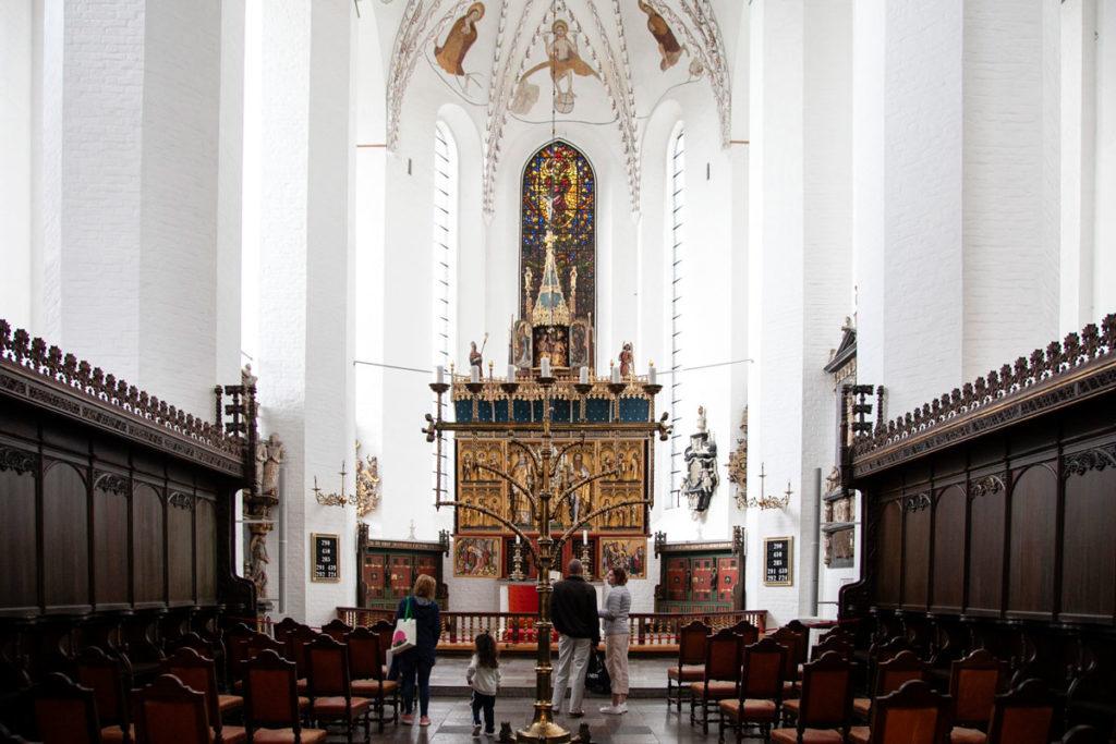 Duomo di Aarhus - Arredi in legno e pala d'altare