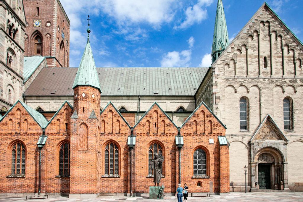 Evidenza di più stili e differenti periodi nella costruzione della cattedrale di Ribe