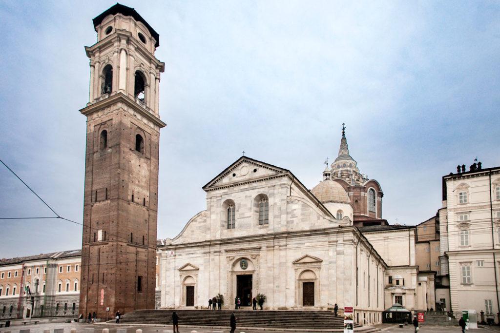 Facciata Esterna del Duomo di Torino e Campanile