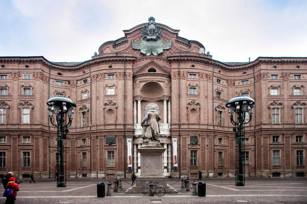 Facciata di Palazzo Carignano su piazza Carignano