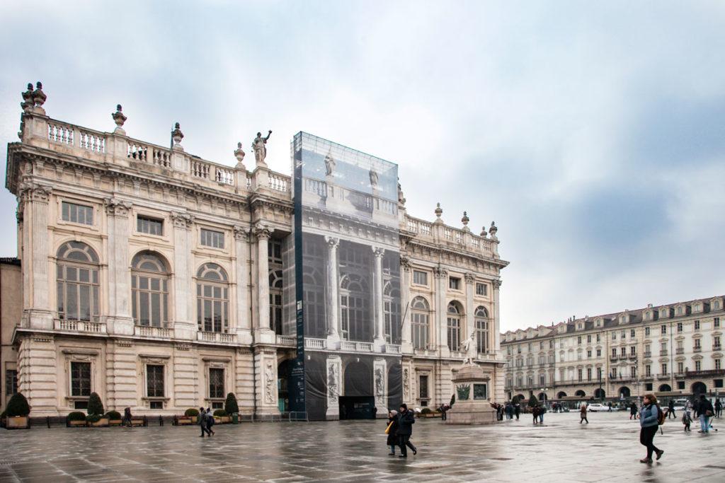 Facciata di piazza castello del Palazzo Madama e Casaforte degli Acaja