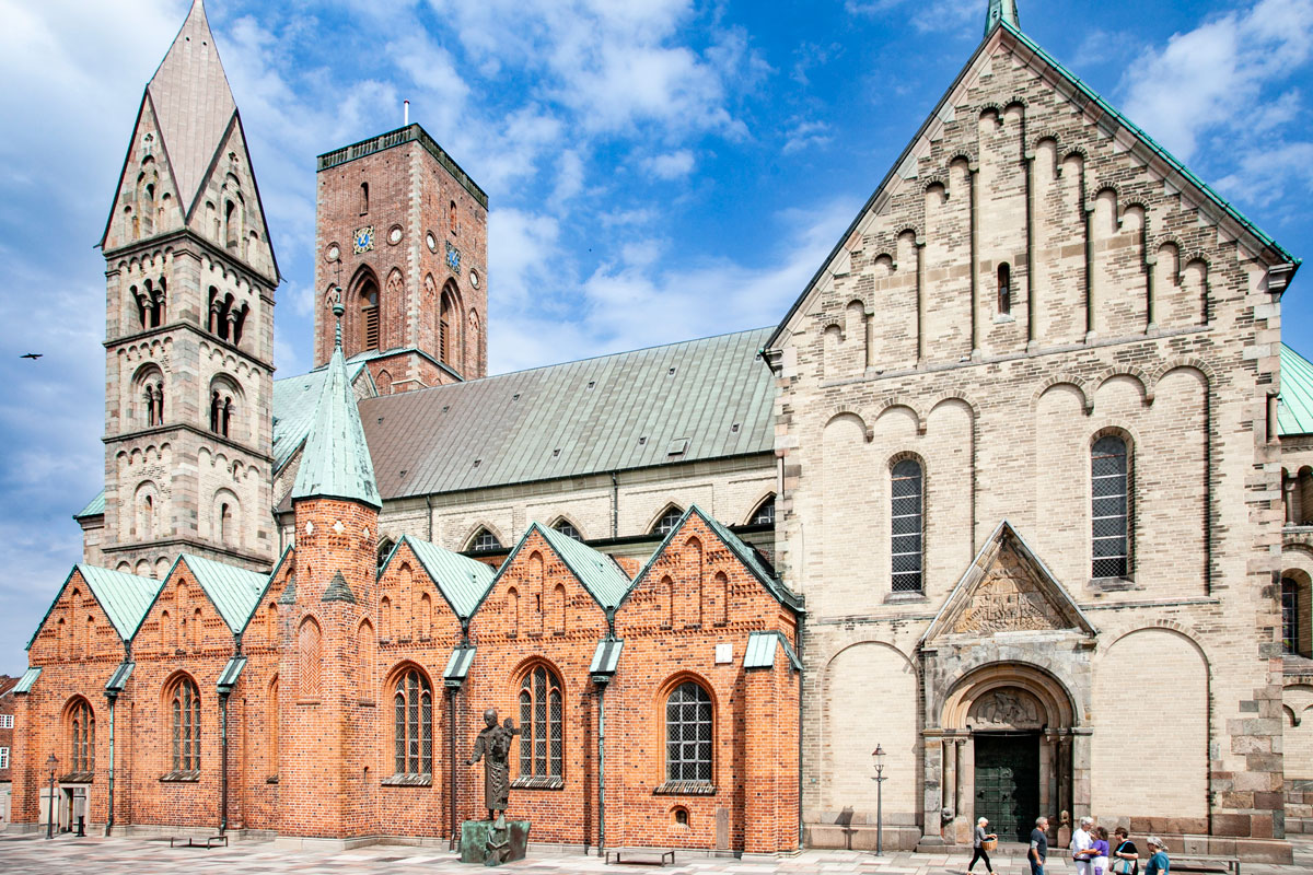 Facciata esterna della cattedrale di Ribe - Torri e Vari Rifacimenti