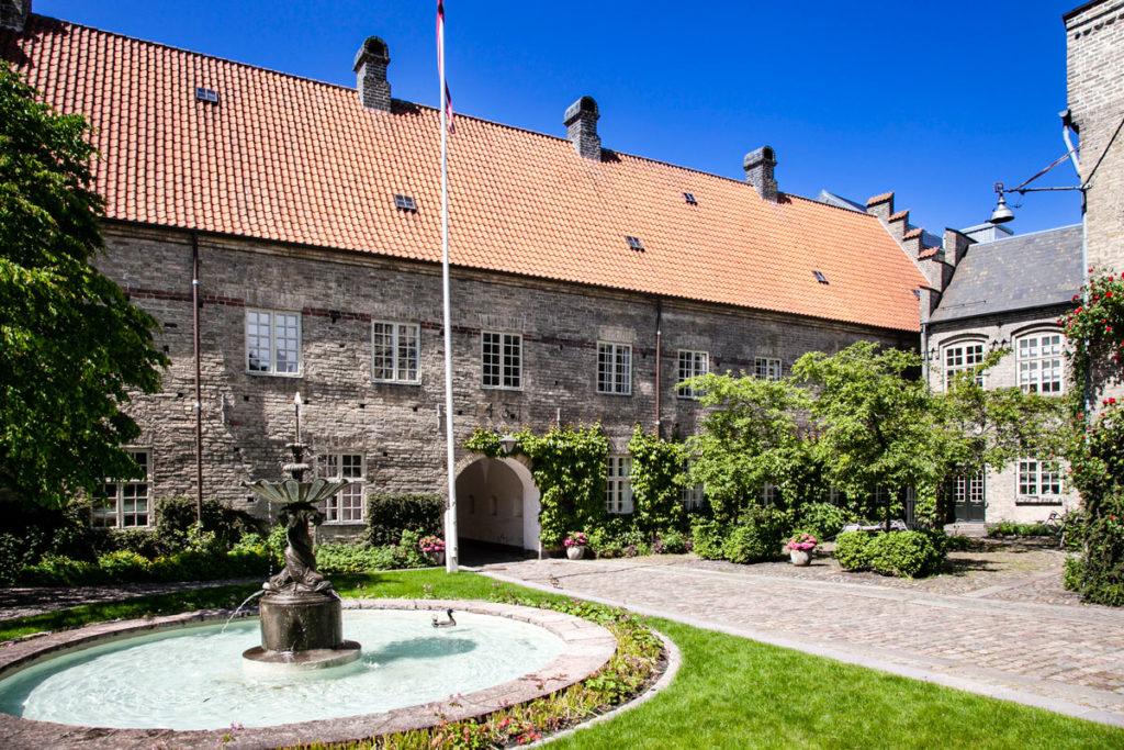 Helligandsklostret - Antico Chiostro con Fontana di Aalborg