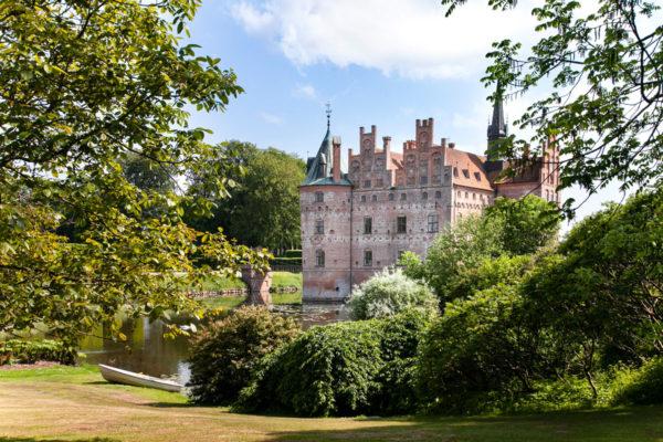 Il castello visto dal giardino all'inglese