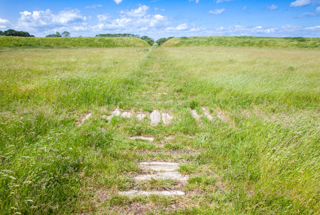 Incrocio delle due strade in legno che suddividono la fortezza di Trelleborg - Danimarca Vichinga