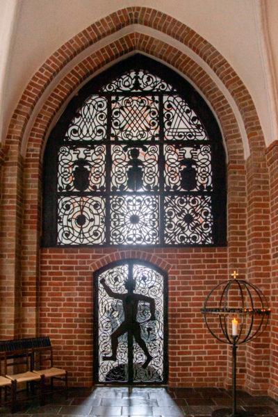 Ingresso alla Cappella dei Trolle - Portale in ferro battuto