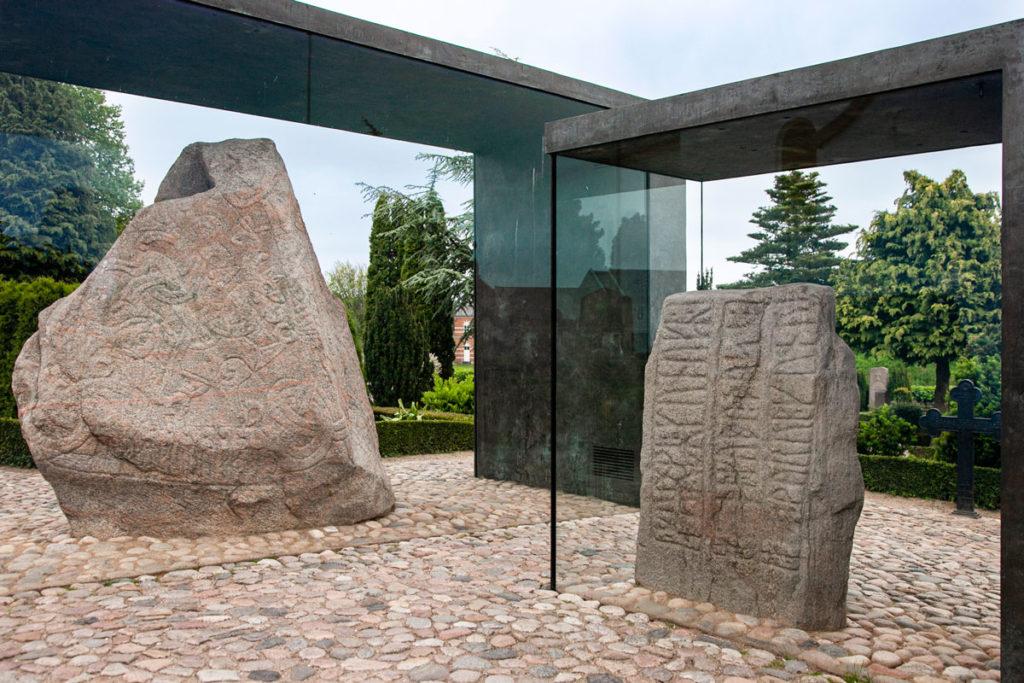 Le due pietre runiche di Jelling - Sito Vichingo