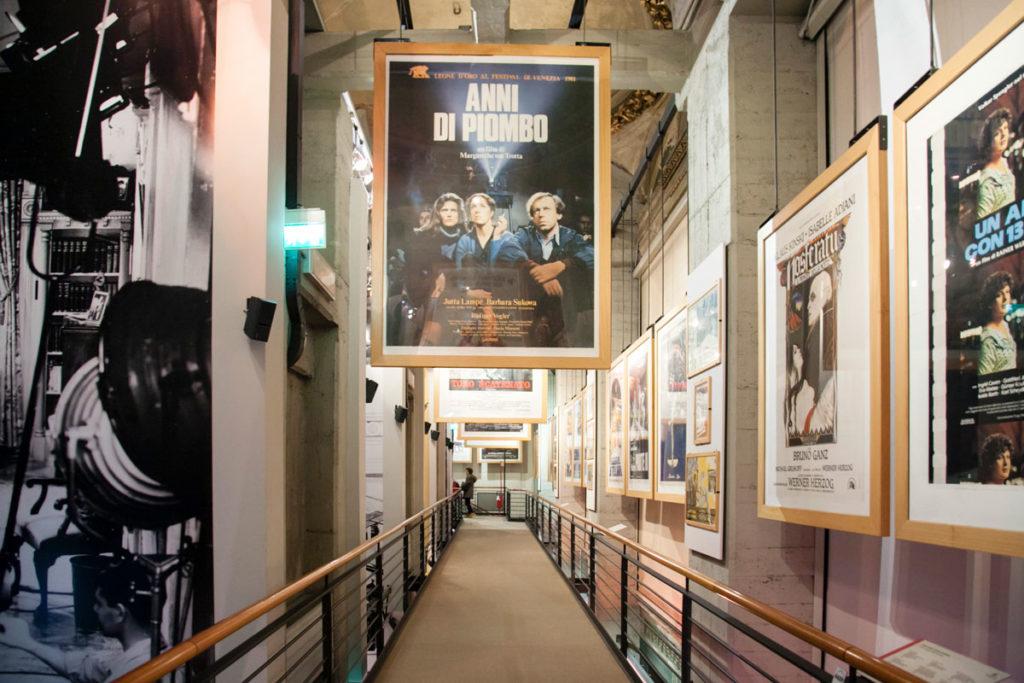Locandine di film nel museo del cinema della Mole Antonelliana