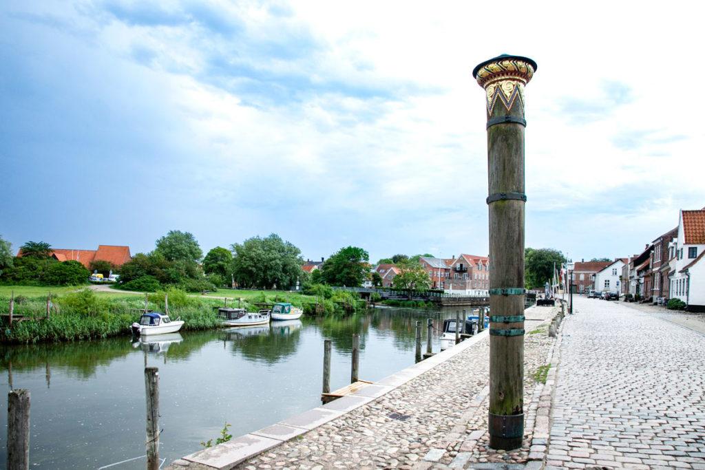 Lungofiume di Ribe con colonna Stormflodssojlen