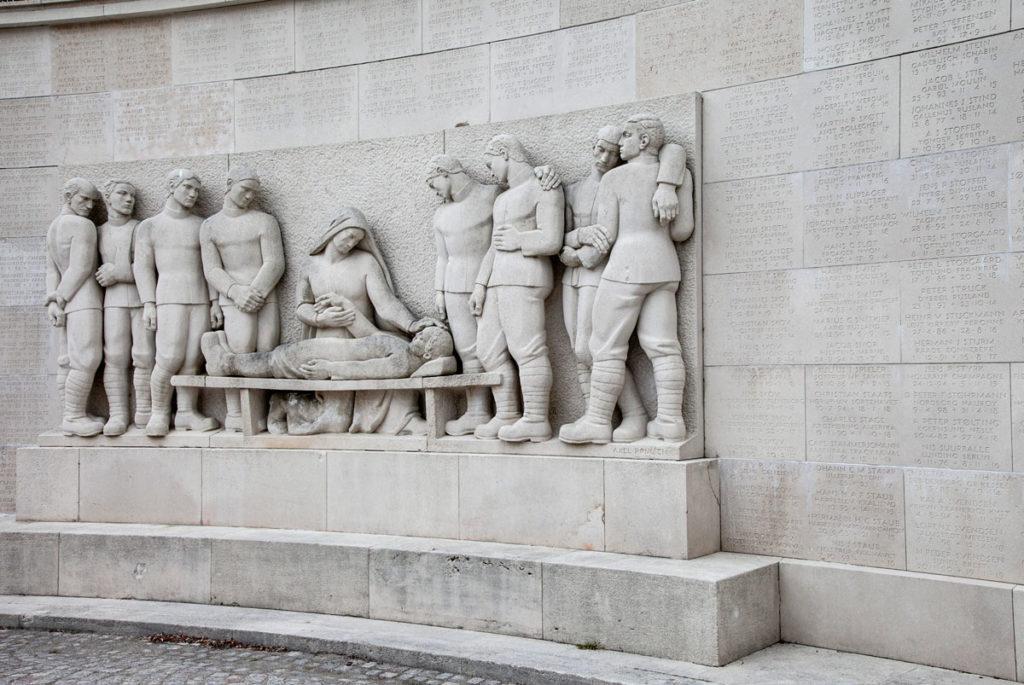 Marselisborg monumentet - statue nel monumento ai caduti della prima guerra mondiale - Aarhus