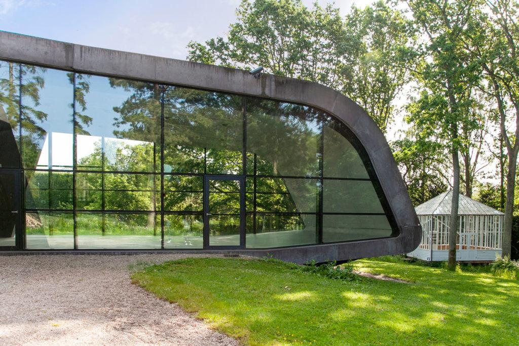 Museo Ordrupgaard - Vetrate e forme sinuose che si inseriscono nel parco