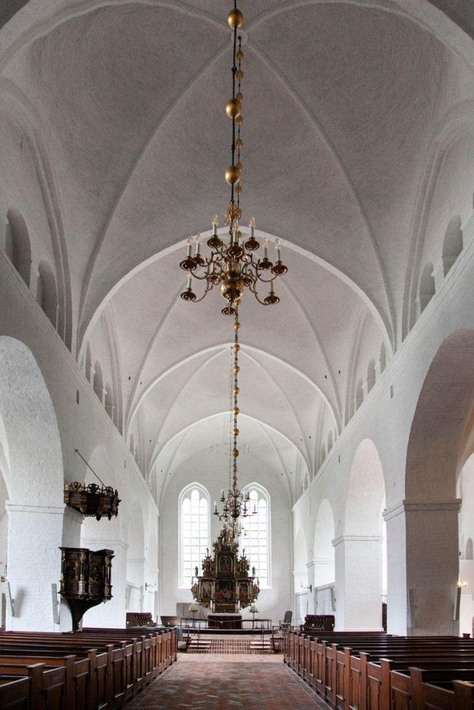 Navata Centrale e Pulpito della chiesa di Santa Caterina