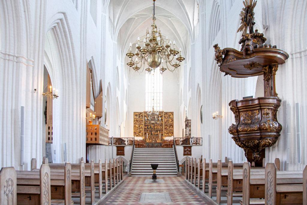 Navata centrale Cattedrale di San Canuto - Altare rialzato
