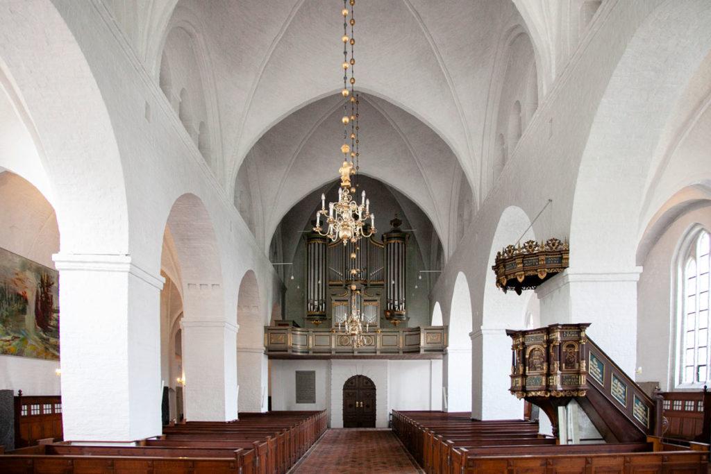 Navata centrale e Organo della chiesa di Santa Caterina