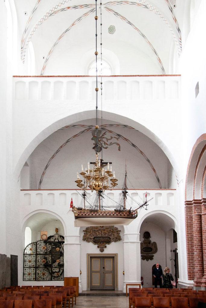 Nave votiva del 1720 dentro al duomo
