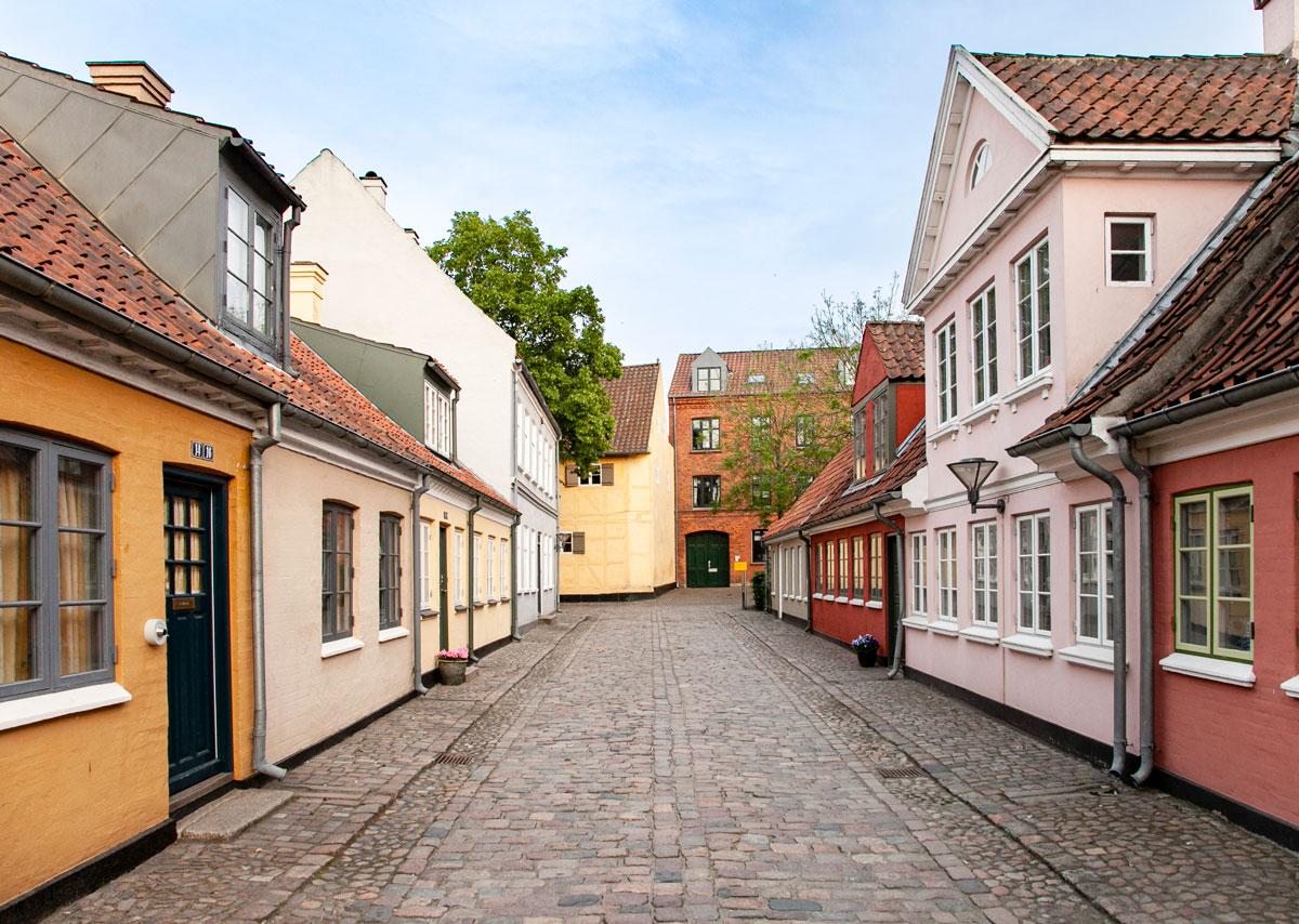 Odense - Basse Case Danesi Colorate nel quartiere di Andersen