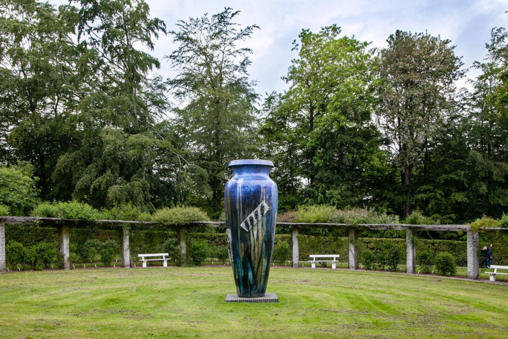 Pergolato con panchine e grande vaso di cinque metri di Peter Brandes - Marselisborg Slot