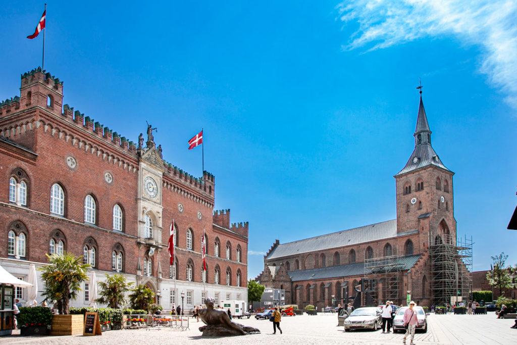 Piazza Falkhaven - Municipio e Cattedrale di Odense