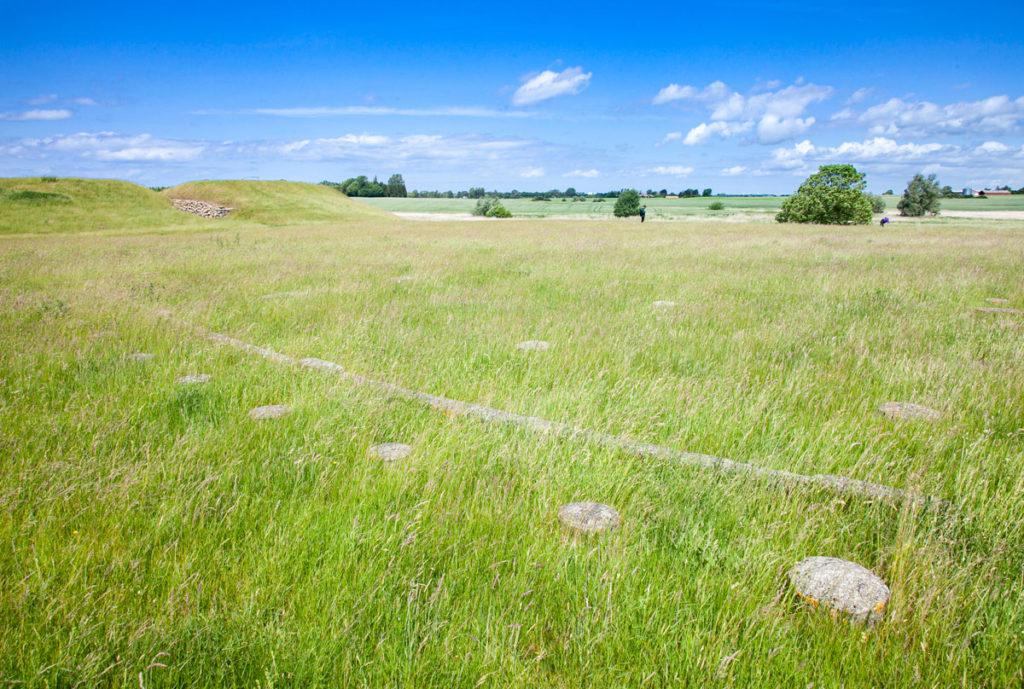 Pietre e legni che segnalano le tombe ritrovati a Trelleborg