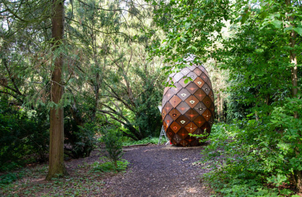 Pinecone Pavillon di Randi e Katrine - Installazioni di Land Art vicino a Copenaghen