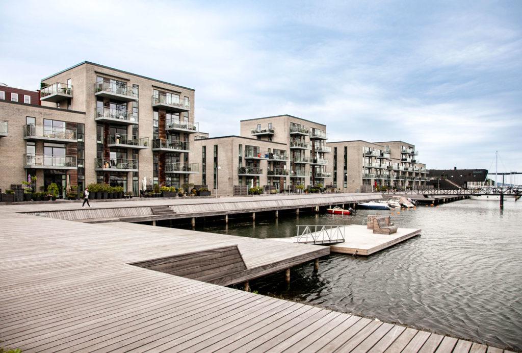 Quartiere Moderno di Vejle con passerelle in legno