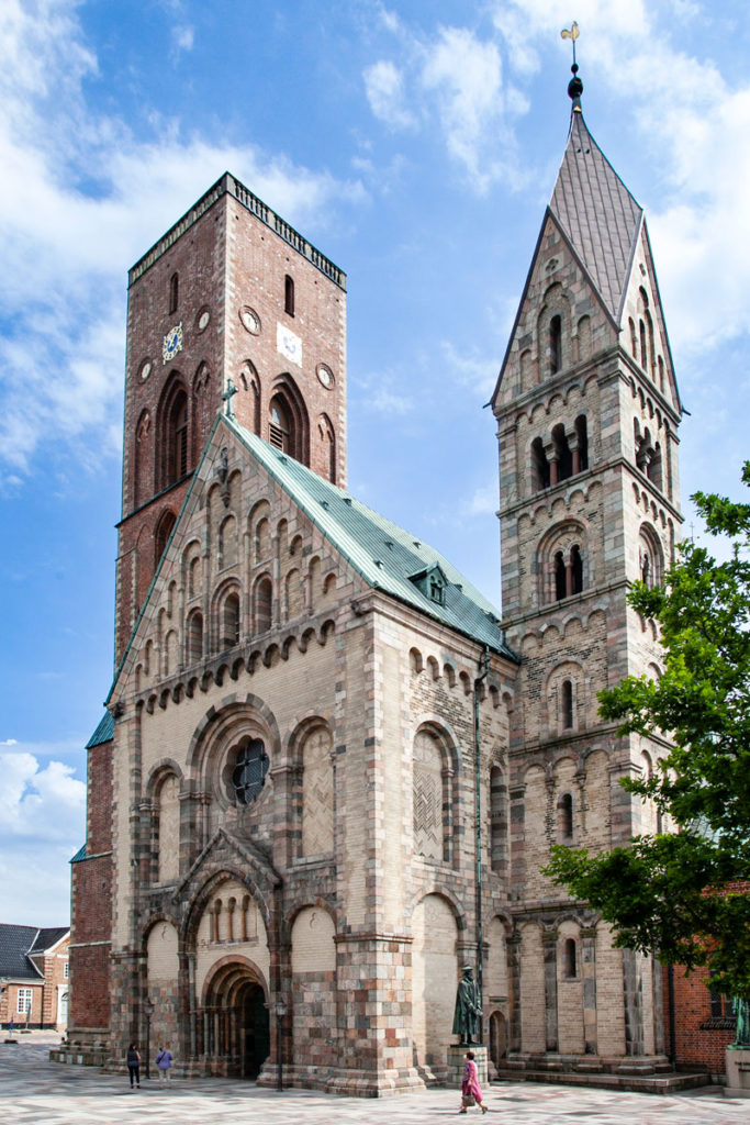 Ribe Facciata Esterna della Cattedrale con doppia Torre