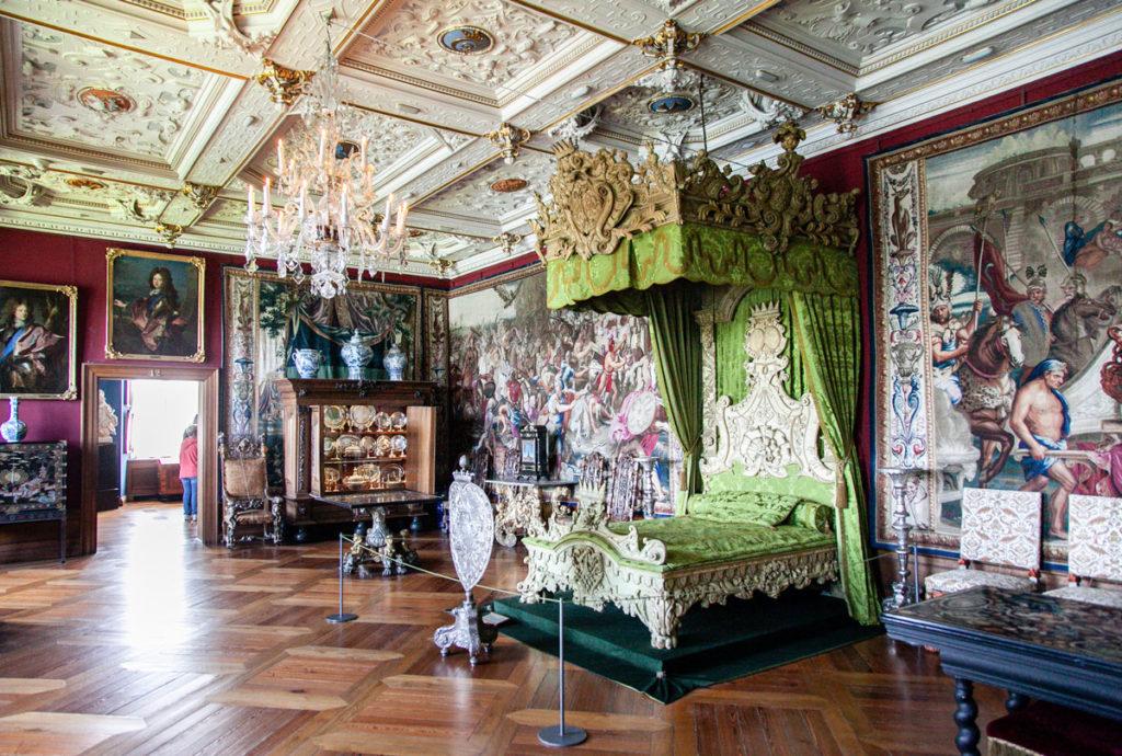 Sale appartenenti al XVIII e XIX secolo - Letto e Arazzi