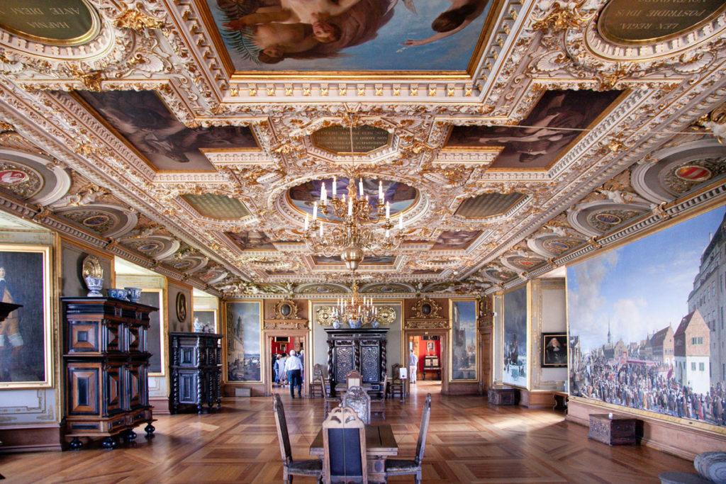Soffitti con dipinti nel secondo piano del castello