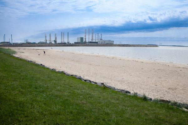 Spiaggia e porto di Esbjerg sul mare del Nord