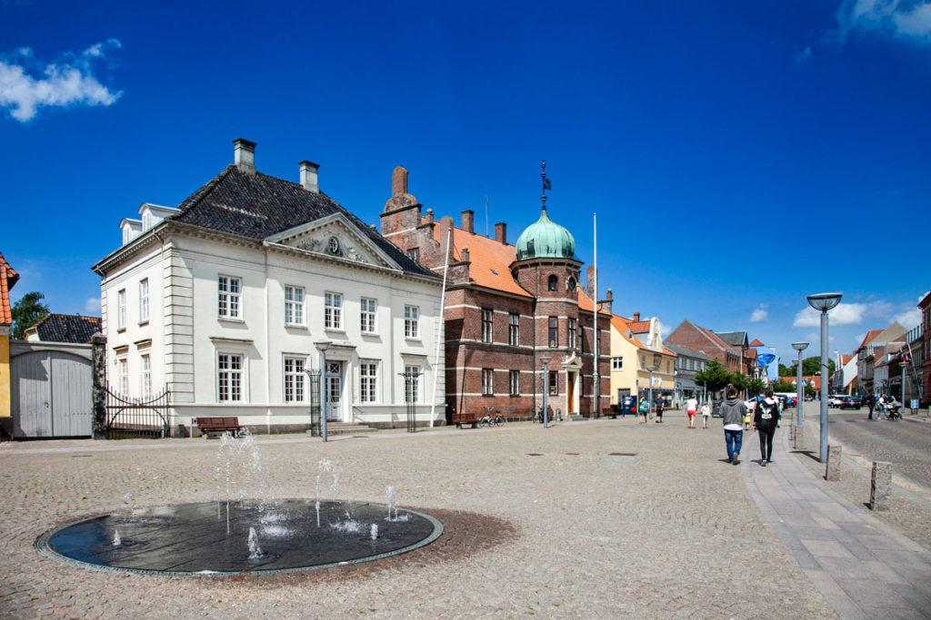 Stege Torv - Piazza Principale di Stege con Municipio e palazzo del mercato