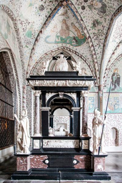 Tomba dentro alla Cappella dei Re Magi