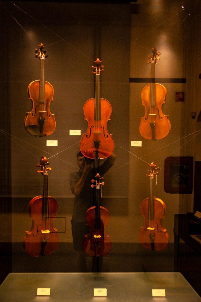 Violini nel castello sforzesco di Milano