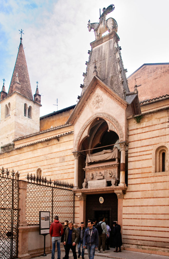 Arca di Cangrande e Ingresso alla Chiesa Rettoriale di Santa Maria Antica