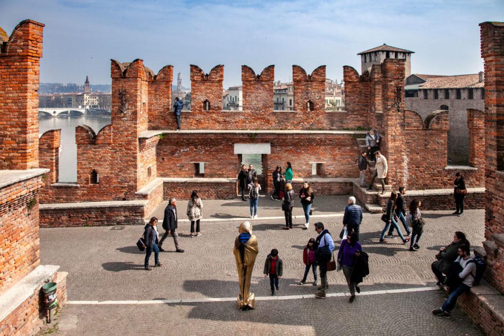 Camminamenti e Merlature sulle Mura del Ponte Scaligero di Verona