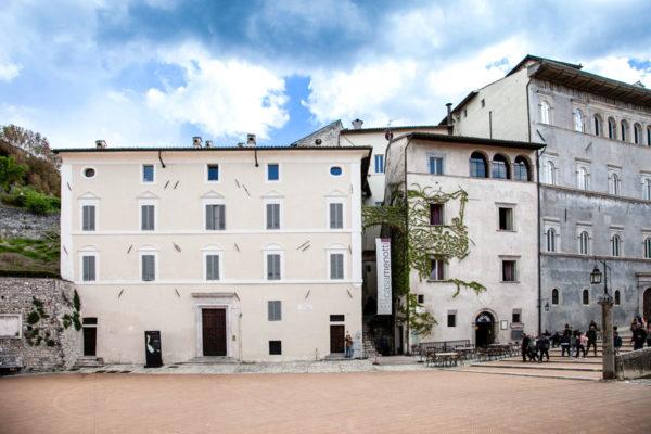 Casa Menotti in piazza Duomo