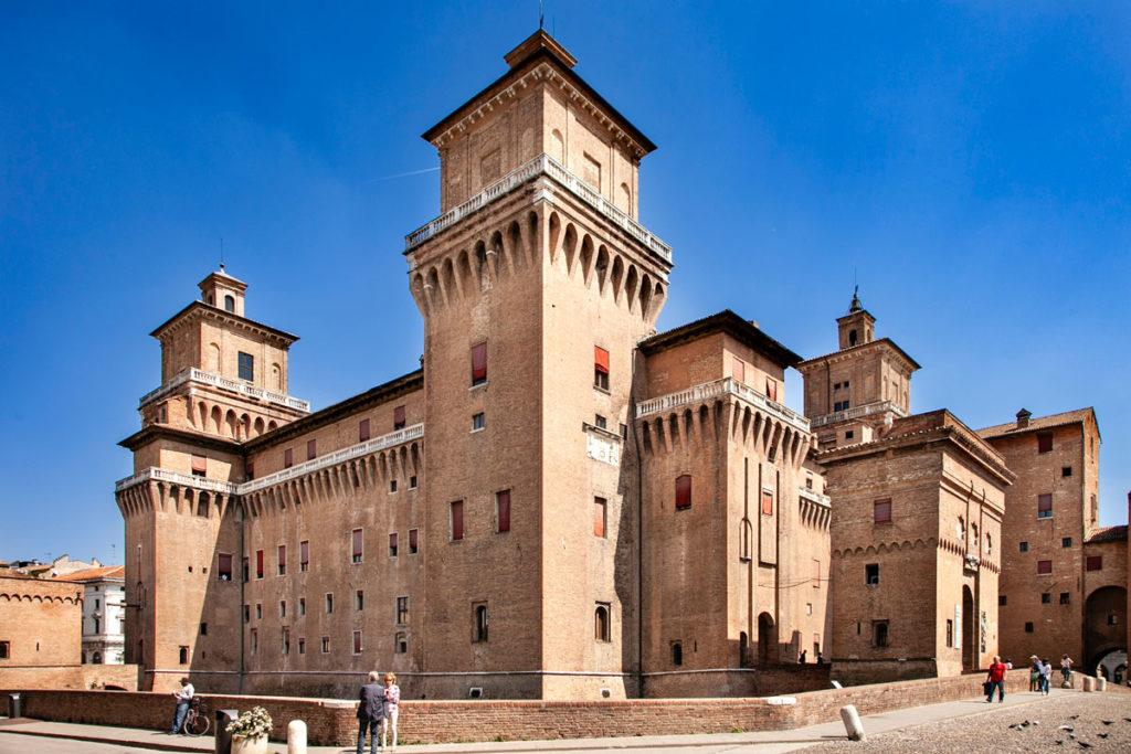Castello Estense di Ferrara visto da Fuori - Torri e Ponti Levatoi