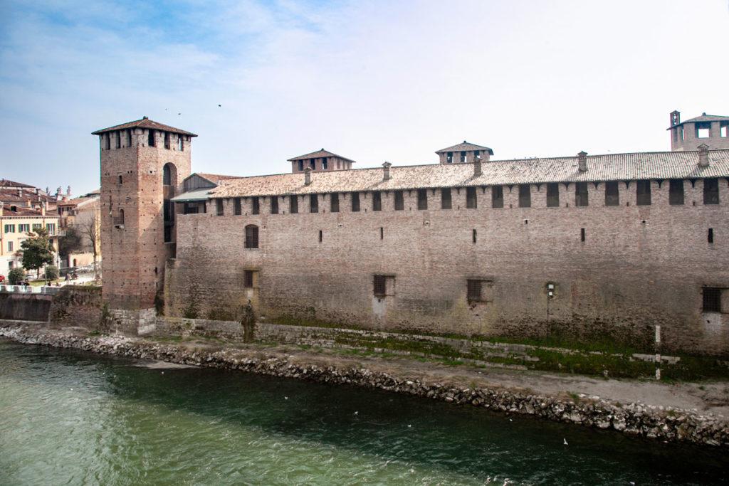 Castelvecchio o Castello di San Martino in Aquaro - Visto dal Fiume Adige