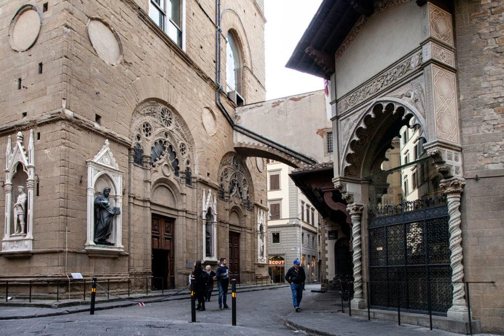 Chiesa di Orsanmichele e palazzo dell'arte della lana a Firenze
