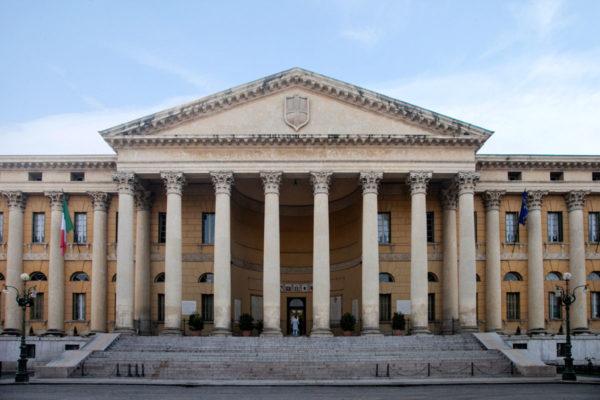 Colonnato e Timpano di Palazzo Barbieri - Municipio di Verona