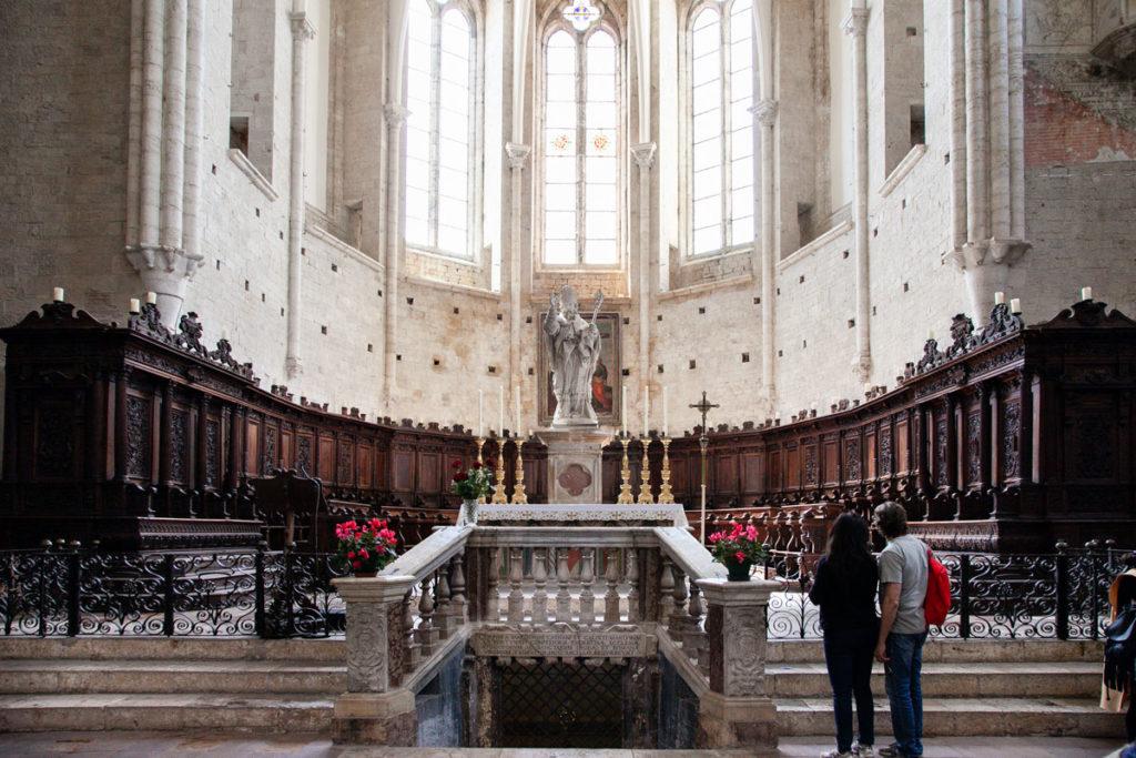 Coro in legno della Chiesa di San Fortunato e Accesso alla Cripta