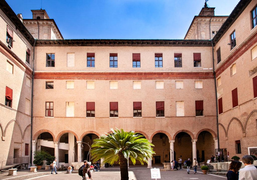 Cortile Interno del Castello Estense