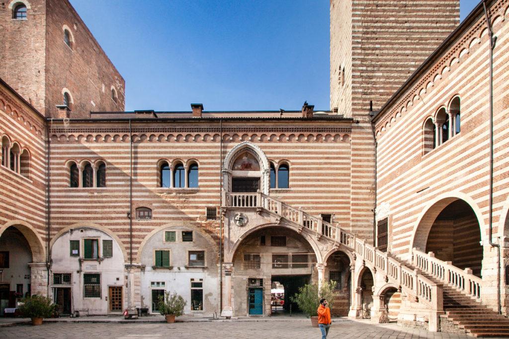 Cortile Interno del Palazzo della Ragione e Scala della Ragione - Cosa vedere a Verona