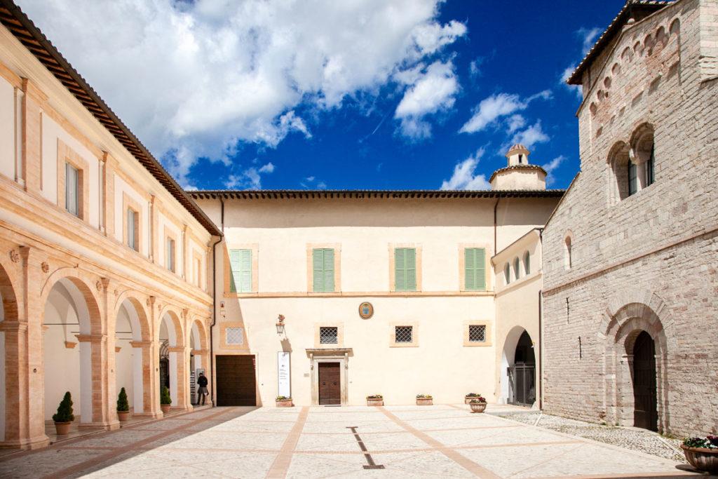 Cortile Interno del palazzo Arcivescovile con chiesa di Sant'Eufemia e Porticato