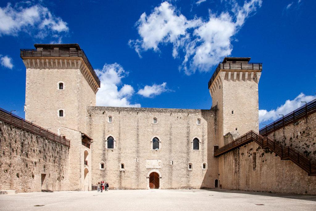 Cortile delle Armi della Rocca Albornoziana di Spoleto