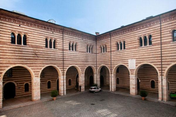 Cortile interno del palazzo della Ragione a Verona