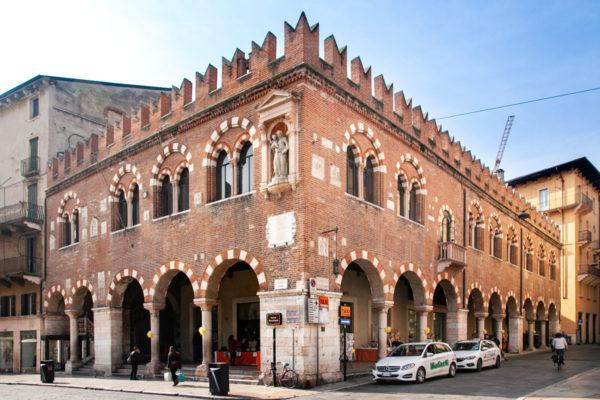 Domus Mercatorum di piazza Erbe a Verona - Sede delle associazioni dei mercanti