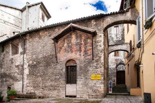 Esterni della chiesa dei Santi Giovanni e Paolo - Spoleto