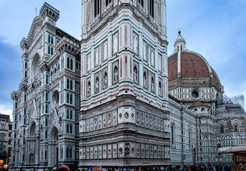Facciata campanile e cupola del Brunelleschi nella Cattedrale di Santa Maria del Fiore