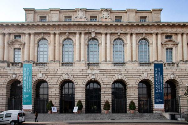 Facciata del Palazzo della Gran Guardia in piazza Brà