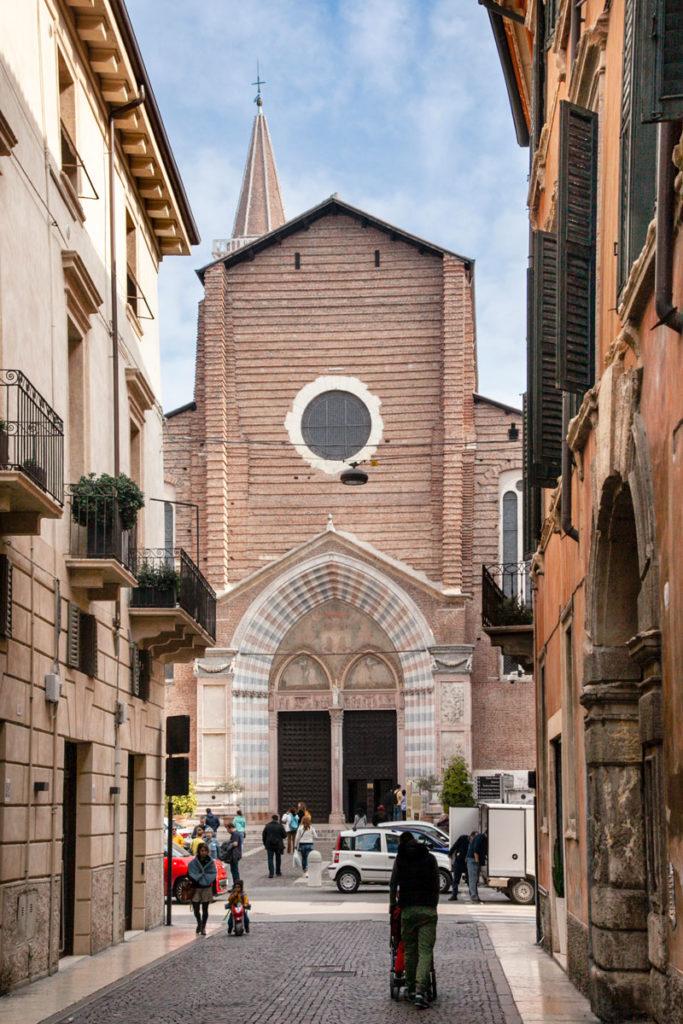 Facciata della Basilica di Santa Anastasia a Verona
